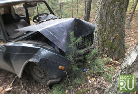 Фургон раздавил легковую машину вКурганской области: погибли 4 человека