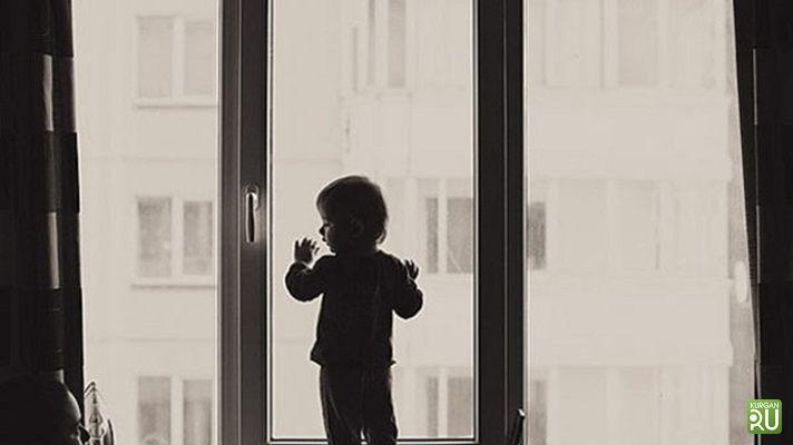 Ребенок выпал изокна четвертого этажа вШадринске. Следователи ведут проверку